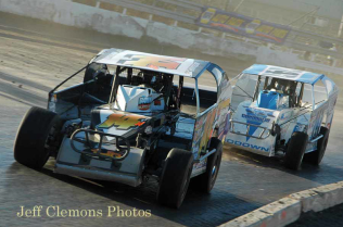 The Jeffer Jeff Heotzler and Ryan Godown in turns 3 and 4 during the Syracuse 200