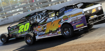 The Jeffer Jeff Heotzler side-by-side with Brett Hearn during the Syracuse 200