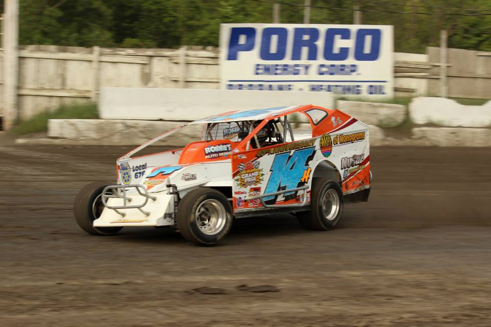 The Jeffer Jeff Heotzler pilots the Roberts Racing 14h 358 Modified at OCFS on May 30th, 2015. The Jeffer went on to finish 6th vs. the big block modifieds in the feature!